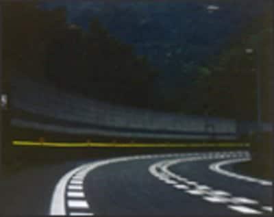 3M™ 線形視線誘導標ウェーブ・ライト・ラインHG (薄暮時間)